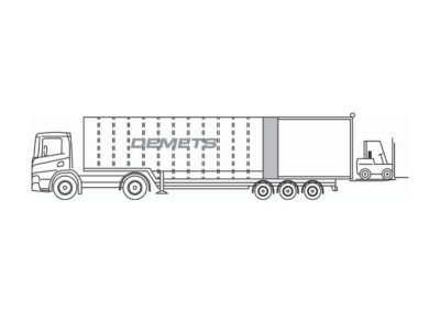 Closed flatbed with retractable roof and tail-lift