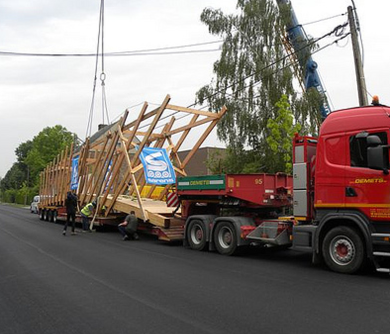 Exceptional transport of a wooden bridge