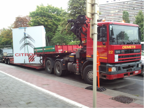 Low loader with crane