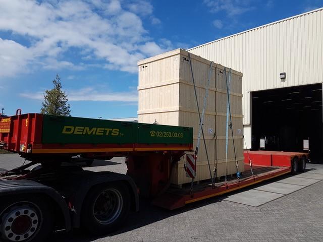 Transport d'un caisse en bois – 3.60 m de hauteur