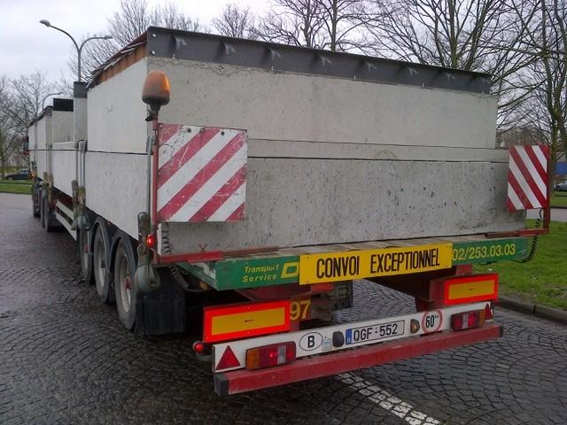 Transport van betonnen prefab-kamers – 2.90 m breedte
