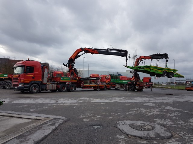 Unloading with crane trailers of a trailer