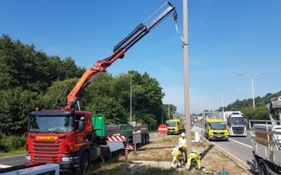 Installation of a signalling post with a crane puller