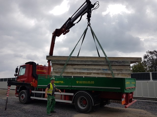 Loading with crane truck made of formwork material