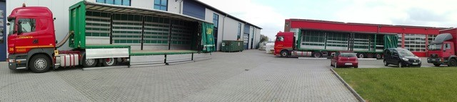 Closed deep loader and semi-trailer 13.60 m equipped with side curtains, ready for loading