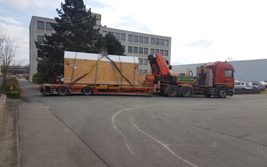 Transport d'une caisse en bois